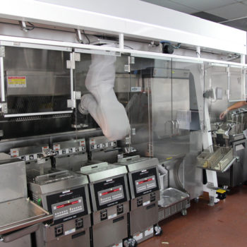 02-Front-view-of-Flippy-station-with-kitchen-staff-crop